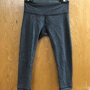 lululemon athletica Pants & Jumpsuits - Lululemon size 6 Capri